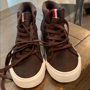 Old navy brand new boys sneakers